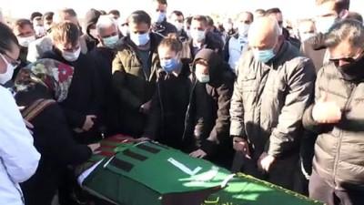 İZMİR - Depremde enkazdan çıkarıldıktan 28 gün sonra vefat eden futbolcunun cenazesi defnedildi