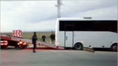 irak - MERSİN - Polisleri taşıyan midibüs devrildi: 1 şehit, 4 yaralı