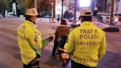 polis ekipleri - DENİZLİ - Sokağa çıkma kısıtlamasına uymayanlara ceza