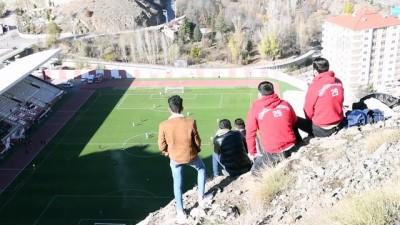 GÜMÜŞHANE - Gümüşhanespor taraftarları, takımlarının karşılaşmasını tepelerden izledi