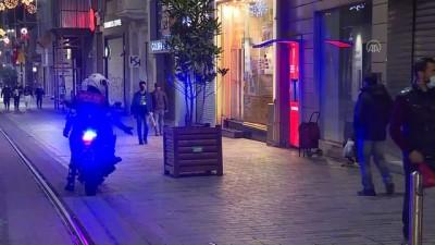 polis ekipleri - İSTANBUL - Sokağa çıkma kısıtlamasının başlamasıyla vatandaşlar evlerine çekildi (1)