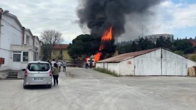 İZMİR - Menemen'de hurdaya ayrılan belediye otobüsünde çıkan yangın söndürüldü