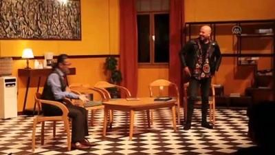 diyalog - Antalya Şehir Tiyatroları 'Takıntılar' oyunuyla perdelerini açtı