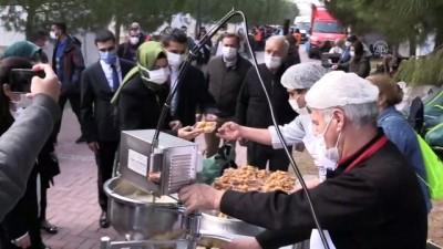 AK Parti Genel Başkan Yardımcısı Kaya, İzmir'de depremzedeleri ziyaret etti (2)