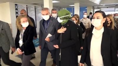 AK Parti Genel Başkan Yardımcısı Kaya, İzmir'de depremzedeleri ziyaret etti