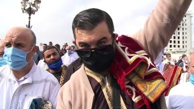 Cezayir'de yaklaşık 8 ay sonra ilk cuma namazı kılındı