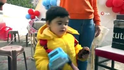 Minik depremzede Mustafa'ya doğum günü sürprizi