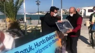 Kuşadası'nda 'Elektronik atığını getir, can dostlara mama götür' kampanyası