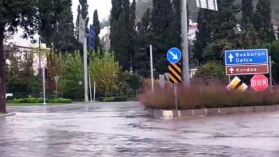 demirli - MUĞLA - Marmaris'te sağanak ve kuvvetli rüzgar etkili oldu