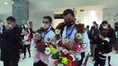 İZMİR - Avrupa Artistik Cimnastik Şampiyonası'nda altın madalya kazanan sporcular İzmir'e döndü