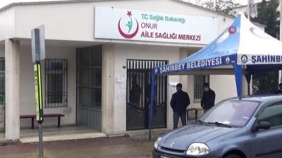sagligi merkezi -  İçine tükürdüğü suyu doktorun üzerine atan koronavirüs  şüphelisi serbest bırakıldı