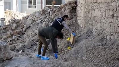 KARAMAN - Yıkılan metruk binada kafatası ve kemik parçaları bulundu