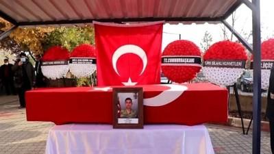 KÜTAHYA - Hakkari'de araç kazasında şehit olan askerin cenazesi toprağa verildi