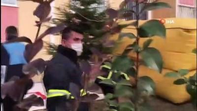 - 7 katlı binanın çatısına çıkan adam, 1 saatlik uğraş sonrası intihardan vazgeçirildi - Eşi ve Çocuklarını göremeyince 7 katlı binanın çatısına çıktı