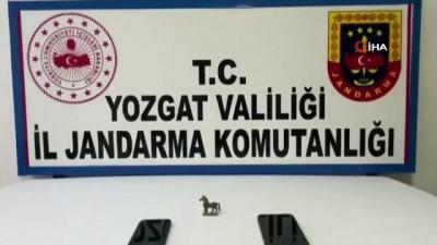 Yozgat'ta piyasa değeri 100 bin TL olan at figürlü heykel ele geçirildi