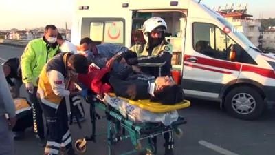 koprulu -  Kazada can pazarı...Park halindeki otomobile çarpan motosikletli gençler yola savruldu, oğlunun öldüğünü zanneden baba fenalık geçirdi