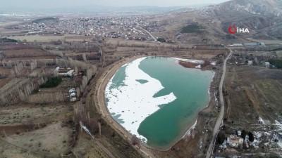 nadan -  Soğuk hava göletin yüzeyini dondurdu