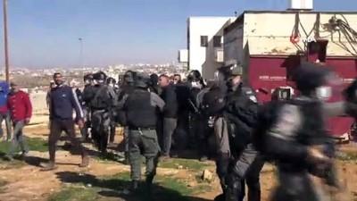 - İsrail güçleri, Filistinlilerin evleri yıkmaya çalışırken arbede yaşandı
