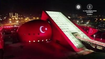 ANKARA - Cumhurbaşkanı Erdoğan: 'Şairleri, yazarları, sanatçıları arasında ayrım yapan, insanlarını dinledikleri müziklere, giydikleri kıyafetlere göre ayıran eski Türkiye manzarasına son verdik''