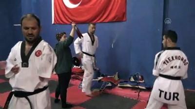 NİĞDE - Para tekvando milli sporcularının hedefi dünya şampiyonasında altın madalya