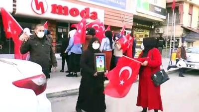 ŞIRNAK - Terör mağduru ailelerden HDP İl Başkanlığı binası önünde eylem