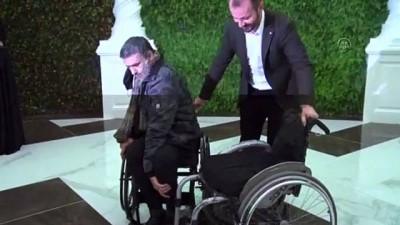 YALOVA - Otel çalışanları engelli bale sanatçısı Öztürk'e tekerlekli sandalye hediye etti