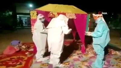 dugun toreni - - Hintli Çifti Korona Virüs Bile Ayıramadı - Hindistan'da Koruyucu Kıyafetli Düğün