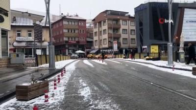 - Bayburt merkeze mevsimin ilk karı yağdı