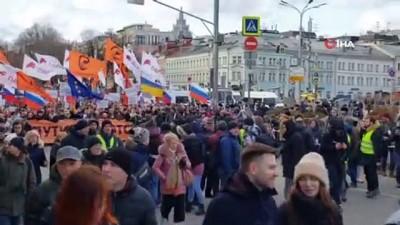 - Sokağa inen binlerce protestocu Putin'in istifasını istedi