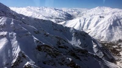 41 kişinin öldüğü çığ bölgesindeki kar kalınlığı kar tünelinin boyunu aştı - VAN