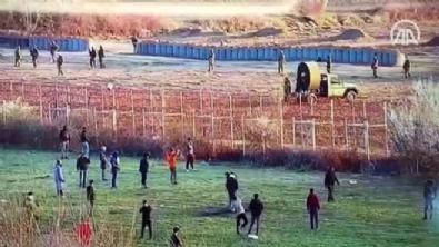 Yunanistan gaz bombalarının etkisini artırmak için 'fan' çalıştırıyor