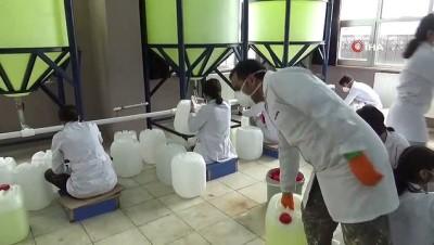 Diyarbakır'da öğrenciler koronavirüs nedeni ile dezenfektan üretimini iki katına çıkardı