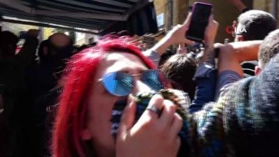 - KKTC'de kapı eylemi - Rum polisi eylemcilere biber gazı sıktı