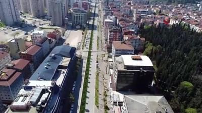 Bursa'da yollar, cadde ve meydanlar boş kaldı