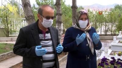 helikopter kaza -  Şehit ailesi özel izin ile oğullarının mezarını ziyaret etti