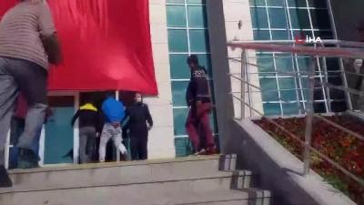 kan davasi -  Tekirdağ'da 2 polisin yaralandığı silahlı çatışmaya ilişkin 16 kişi adliyeye sevk edildi