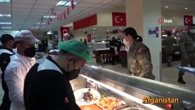 """- MSB: ''Kahraman Mehmetçik; Afganistan, Bosna Hersek, Kosova, Katar ve Somali'de ilk iftarlarını yaptı"""""""