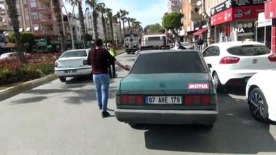 arac plakasi -  Drift atan ehliyetsiz genç, polisi görünce aracını bırakıp kaçtı, sahibi gazetecileri tehdit etti