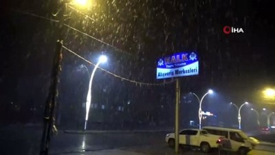 yagmurdan sonra -  Yüksekova'da nisan ayında lapa lapa kar yağışı