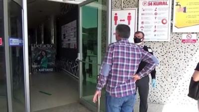 sinema salonu -  AVM'ler açıldı