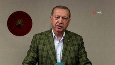 Cumhurbaşkanı Erdoğan 19 Mayıs Atatürk'ü Anma, Gençlik ve Spor Bayramı dolayısıyla saat 19.19'da tüm yurtta okunan İstiklal Marşı'na eşlik etti