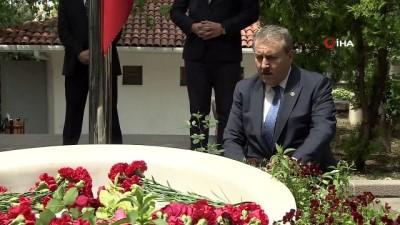 grup baskanvekili -  Destici, Muhsin Yazıcıoğlu'nun kabrini ziyaret etti