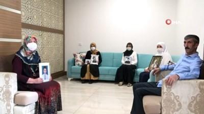 Terörün pençesinden evlatlarını kurtarmak için oturma eyleminde olan aileler, bayrama buruk giriyor