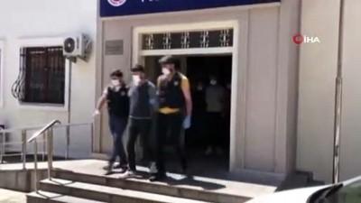 arac plakasi -  İstanbul'da sahte polis kimliği ile gasp yapan yabancı uyruklu çeteye operasyon