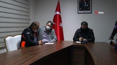 """Erzurum Valisi Memiş: """"Çat ilçesinde 5 mahalle, 2 mezrada evlerde çatlak ve yıkım oldu, 1 vatandaşımızın kafasına taş düştü hafif yaralı"""""""