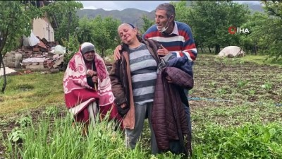 engelli kiz -  Bingöl depreminin simgesi yaşlı çiftin hüzünlü hikayesi