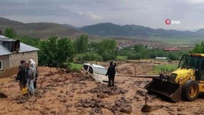 akon -  Bingöl'de dere taştı, ev, araç ve araziler zarar gördü