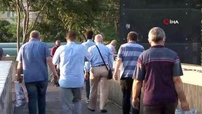 metrobus duraklari -  İstanbullular yeni haftaya yoğun trafik ile başladı