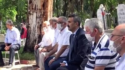Şehit aileleri başsavcıyı şehitlikten dualarla uğurladı