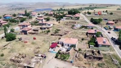 Kırşehir'in kadın muhtarı; mescit, su ve okul ile ilgili yaşanan sorunlar için kolları sıvadı